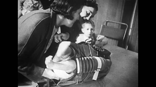vídeos de stock, filmes e b-roll de civilians running to air raid shelters/ putting gas protective suits on children - air raid