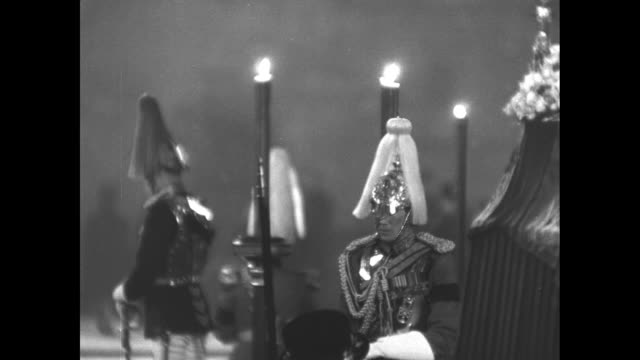 stockvideo's en b-roll-footage met civilians walking past a guard / household cavalry regiment standing with heads bowed three large candles and the catafalque at right / raised... - yeomen warder