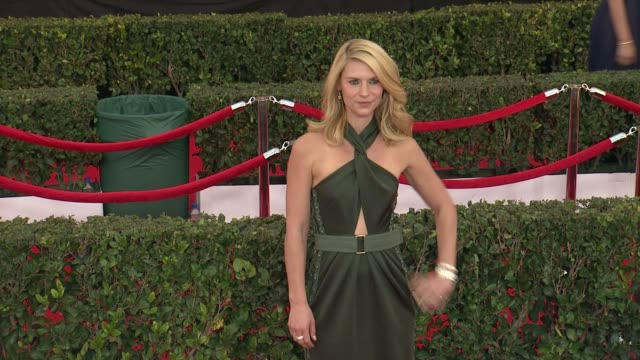 claire danes at the 21st annual screen actors guild awards - arrivals at the shrine auditorium on january 25, 2015 in los angeles, california. - screen actors guild awards stock-videos und b-roll-filmmaterial