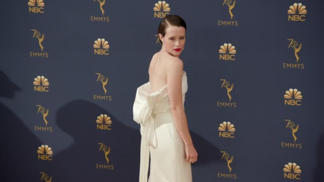 vídeos de stock, filmes e b-roll de claire foy at the 70th emmy awards arrivals at microsoft theater on september 17 2018 in los angeles california - 70th annual primetime emmy awards