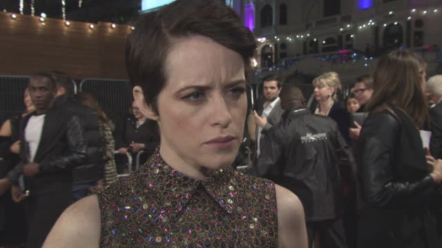 vidéos et rushes de interview claire foy on how her character deals with the changes how the issues of the time are relatable to today the royal photo celebrating their... - ming
