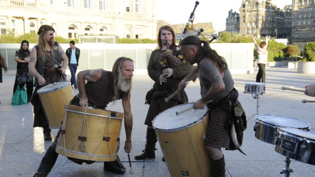clanedonia group performs for the fringe festival. - scottish culture bildbanksvideor och videomaterial från bakom kulisserna