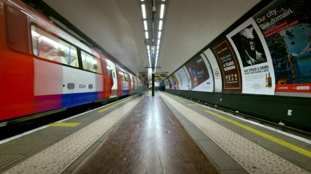 t/l clapham common tube stations platform - poster stock videos & royalty-free footage