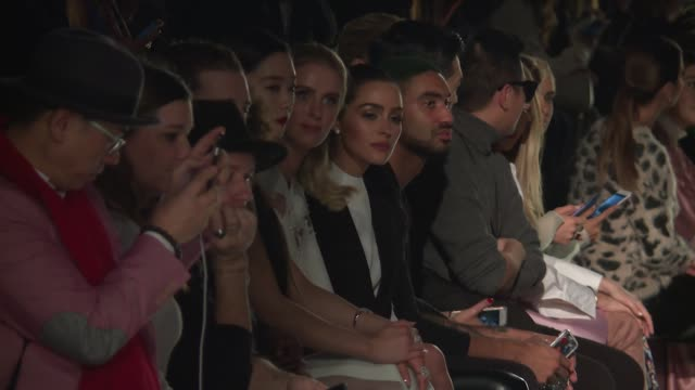 vídeos y material grabado en eventos de stock de clara lee nicky hilton rothschild and guests watch models walk the runway at lanyu february 2017 new york fashion week at skylight clarkson sq on... - huésped