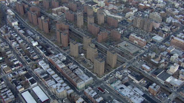 vídeos de stock, filmes e b-roll de claremont village housing projects in the bronx, new york city, usa. - bronx new york