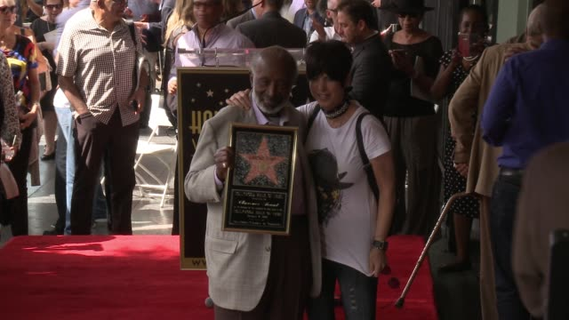 vídeos y material grabado en eventos de stock de clarence avant and diane warren at clarence avant honored with star on the hollywood walk of fame on october 07 2016 in hollywood california - diane warren