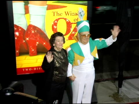 vidéos et rushes de clarence swenson and wife myrna at the 'wizard of oz' ruby red slipper dvd gala screening arrivals at academy of motion picture arts & sciences in... - academy of motion picture arts and sciences