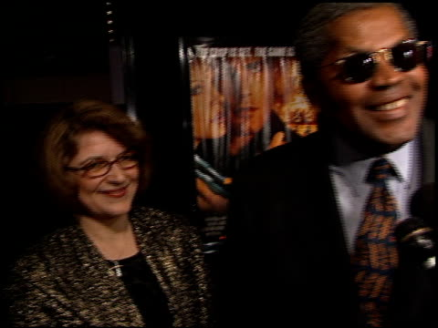 clarence williams iii at the 'reindeer games' premiere at the el capitan theatre in hollywood california on february 21 2000 - el capitan kino stock-videos und b-roll-filmmaterial
