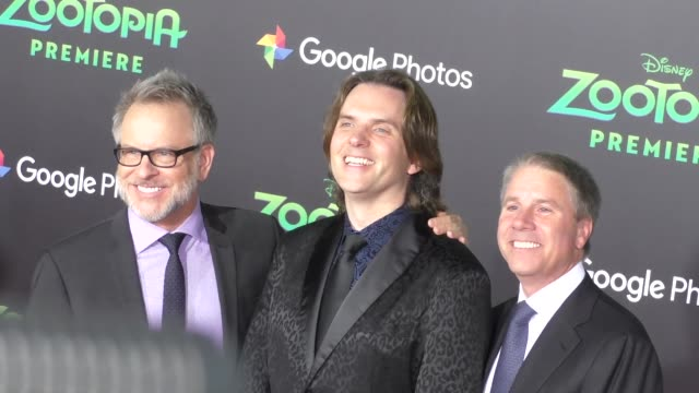 vidéos et rushes de clark spencer rich moore byron howard at the zootopia premiere at el capitan theatre in hollywood at celebrity sightings in los angeles on february... - cinéma el capitan