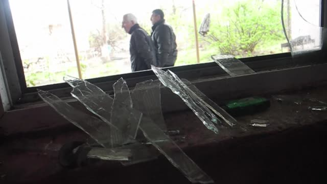 vídeos de stock, filmes e b-roll de clashes between azerbaijani and armenian forces rumble on despite baku announcing a ceasefire after the worst outbreak of violence in decades over... - azerbaidjão