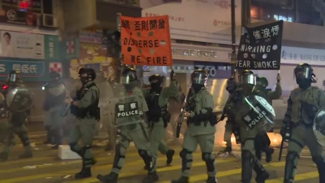 vídeos de stock, filmes e b-roll de clashes between protesters and police break out in hong kong's mong kok district as the city rings in the new year - mong kok