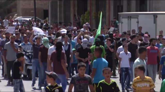 """clashes broke out between palestinian protestors and israeli security forces during ''friday of anger"""" protests against israeli violations at al-aqsa... - イスラエルパレスチナ問題点の映像素材/bロール"""