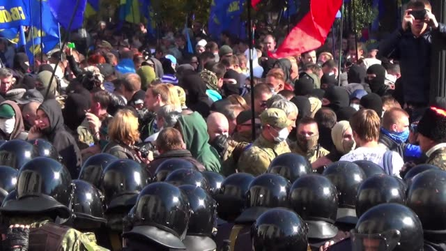 clashes broke out between police and right wing protesters outside outside the ukrainian parliament in kiev tuesday as hundreds took to the streets... - russia stock videos & royalty-free footage