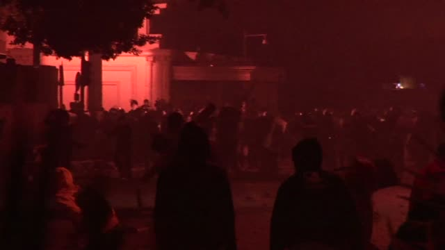 vídeos de stock, filmes e b-roll de clashes erupted in the egyptian capital on thursday between protesters and police, as the government scrambled to contain mounting anger over... - ovo mexido