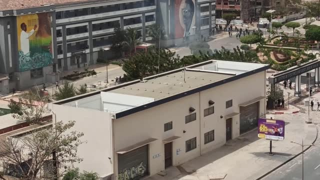 clashes in senegal's capital dakar erupted between security forces and protestors on friday following the country's opposition leader ousmane sonko... - セネガル点の映像素材/bロール
