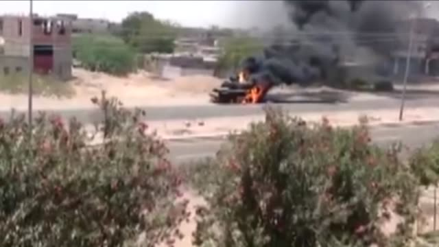 clashes occur between houthis and yemen's general people's committees and at least five people were killed and 20 were injured during the clashes in... - aden bildbanksvideor och videomaterial från bakom kulisserna