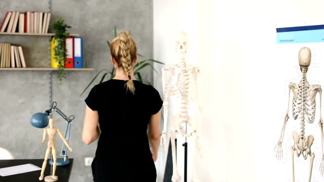 class of anatomy - alternative therapy stock videos & royalty-free footage