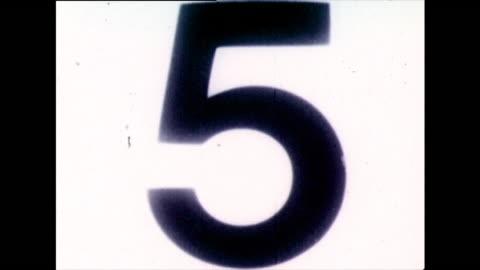 classic b&w film countdown from 10 to 0; 1973 - nedräkning bildbanksvideor och videomaterial från bakom kulisserna