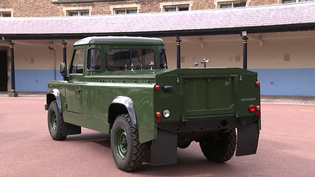 """classic land rover, designed to prince philip's specification, to carry his coffin at his funeral - """"bbc news"""" stock-videos und b-roll-filmmaterial"""