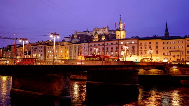 冬のクリスマス時のザルツブルクのクラシックビュー,オーストリア - オーストリア文化点の映像素材/bロール