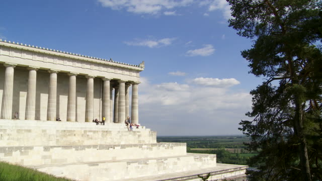 hd classicist temple in greek style - kunst stock videos & royalty-free footage