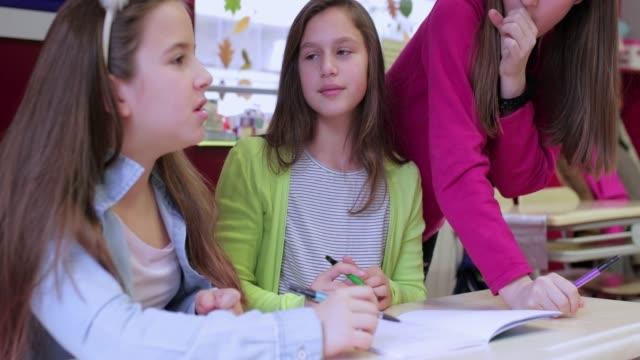 classmates 働く - 学校備品点の映像素材/bロール