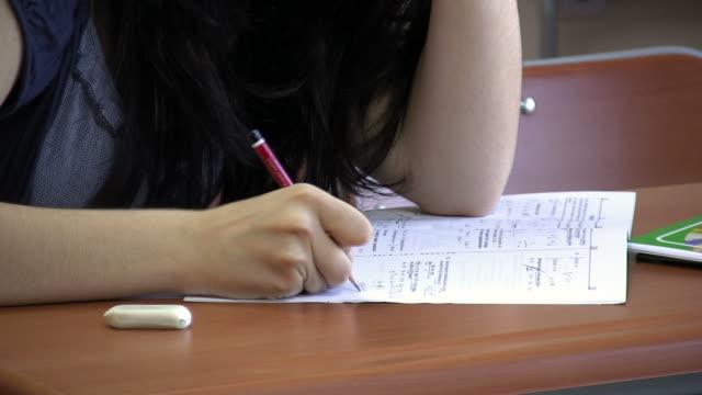 vidéos et rushes de configuration salle de classe - examen