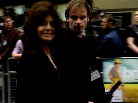claudia winkleman at the bruno uk premiere at london england. - クラウディア ウィンクルマン点の映像素材/bロール