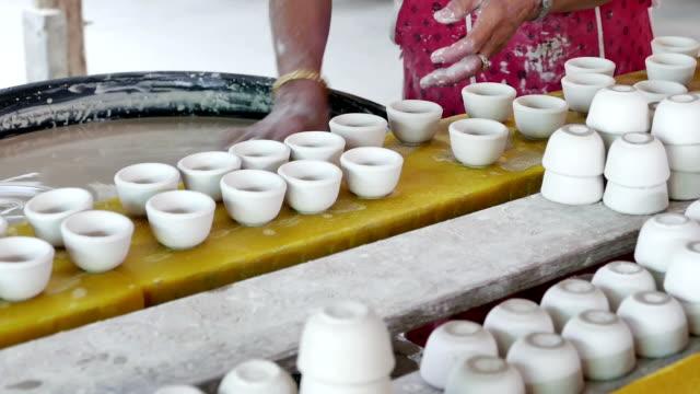 クレイのカップ - 作業場点の映像素材/bロール