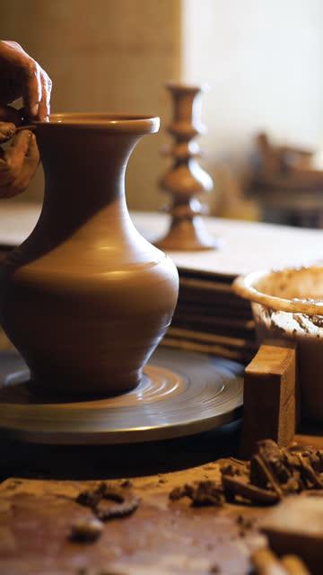 vídeos de stock e filmes b-roll de clay jarro - cerâmica