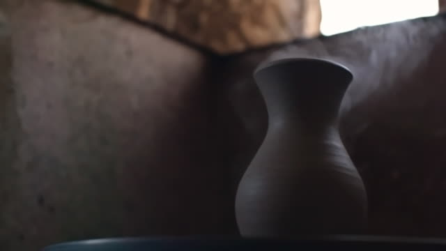 clay vase cooling on pottery wheel - lehm mineral stock-videos und b-roll-filmmaterial