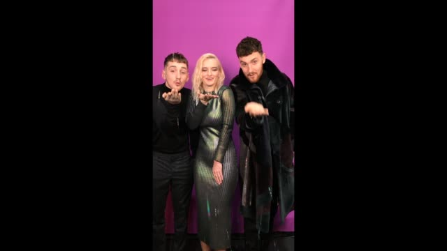vídeos de stock e filmes b-roll de clean bandit poses in the studio during the mtv emas 2017 held at the sse arena wembley on november 12 2017 in london england - wembley arena