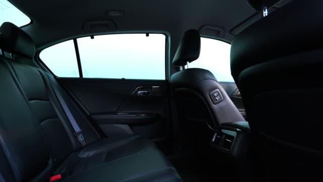 stockvideo's en b-roll-footage met schone console moderne auto, binnen ontwerp door zwart leer, dolly camera. - auto interieur