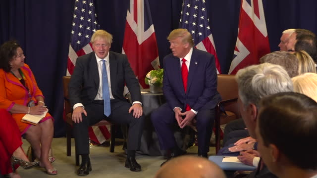 vídeos de stock e filmes b-roll de clean interor shots of boris johnson and us president donald trump photo call on 24th september 2019 in new york usa - brexit
