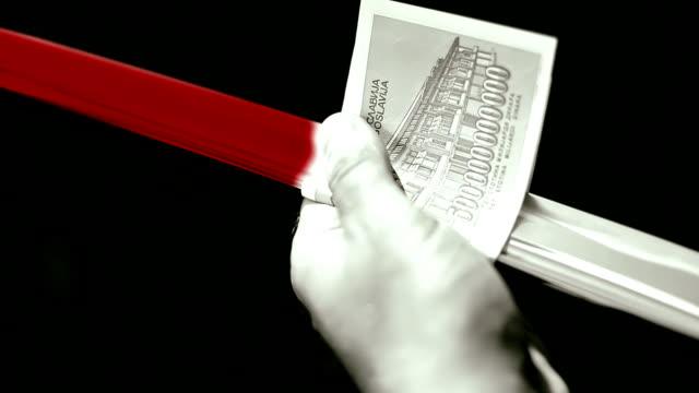 vidéos et rushes de hd: nettoyage bloody lame, abstrait avec de l'argent - braqueur de banque