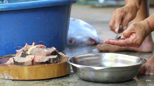 cleaning fish - snapper fish stock videos & royalty-free footage