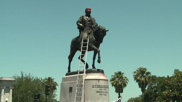 wgno cleanup efforts after pgt beauregard monument vandalized in new orleans on may 2 2017 the statue was the third of four confederate monument... - confederate states of america stock videos & royalty-free footage