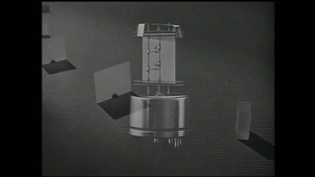 clear blocks lined up and are rotated and diagram of machinery superimposed - 1940 1949 bildbanksvideor och videomaterial från bakom kulisserna