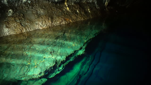 clear surface of the millennium lake (subterranean lake) inside yongcheon cave (unesco world natural heritage site) - 地下点の映像素材/bロール