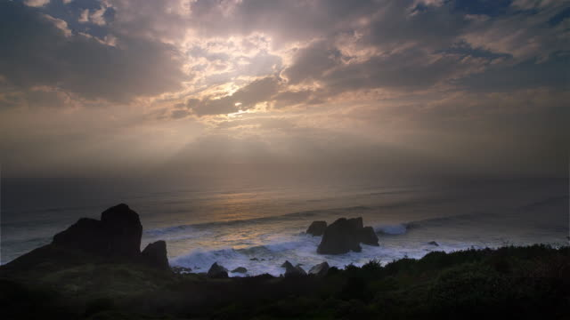 clearing storm over pacific ocean, oregon - atmosphere filter stock-videos und b-roll-filmmaterial