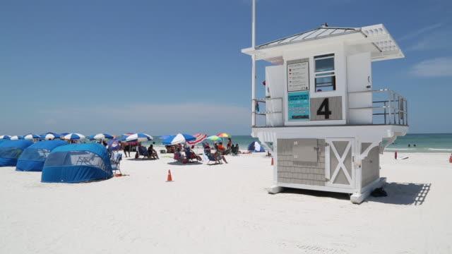 clearwater lifeguard - cabina del guardaspiaggia video stock e b–roll