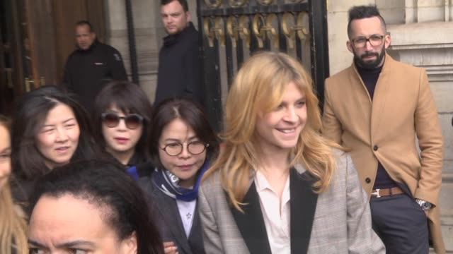 clemence poesy attends the stella mccartney show as part of the paris fashion week womenswear fall/winter 2019/2020 on march 4, 2019 in paris, france. - ブランド ステラマッカートニー点の映像素材/bロール