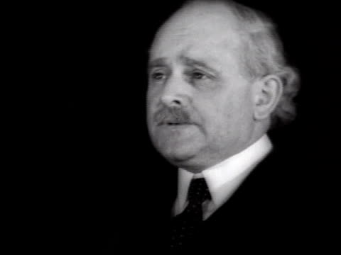 stockvideo's en b-roll-footage met clergyman speaking against position of catholic church on birth control on december 30 1935 / new york city - katholicisme