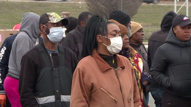 wjw cleveland oh us people receiving boxes of food at a drivethru event during covid19 outbreak on tuesday march 24 2020 - waiting in line stock videos & royalty-free footage