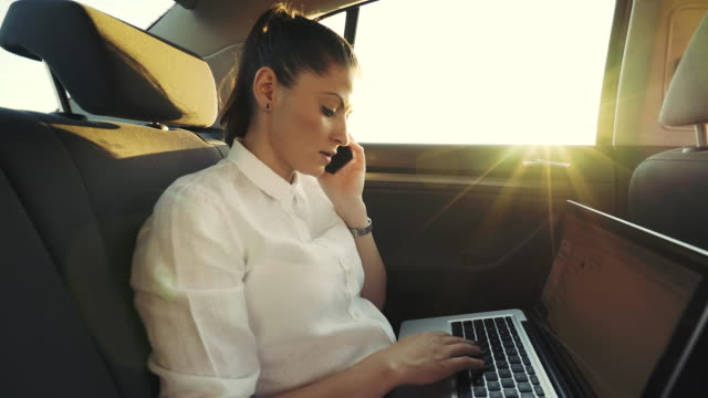 vídeos de stock e filmes b-roll de client - partner phone call conversation in the car. - multitarefas