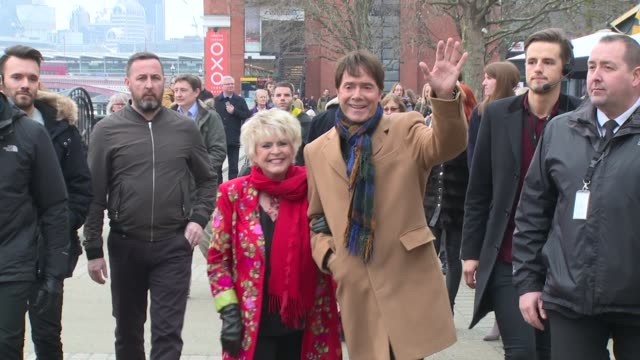 cliff richard, gloria hunniford on december 15, 2016 in london, england. - グロリア ハニフォード点の映像素材/bロール