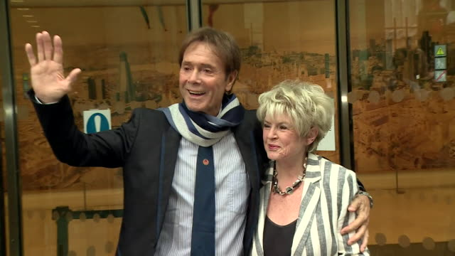 cliff richard leaving court with gloria hunniford after attending his court case against the bbc and south yorkshire police for invasion of privacy - グロリア ハニフォード点の映像素材/bロール
