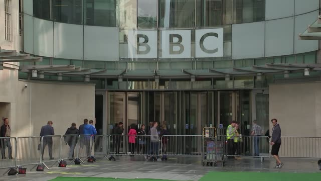 vídeos y material grabado en eventos de stock de cliff richard privacy case: court arrivals / bbc general views; gvs bbc broadcasting house - bbc