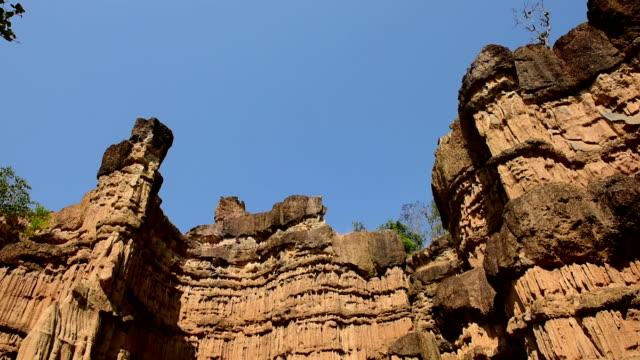 stockvideo's en b-roll-footage met cliff - sedimentary rock