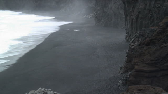 ms ha cliffs and volcanic sand of black beach near vik iceland, iceland - oceano atlantico del nord video stock e b–roll